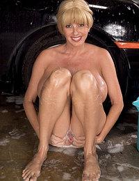 Penny Porsche's big-tit car wash